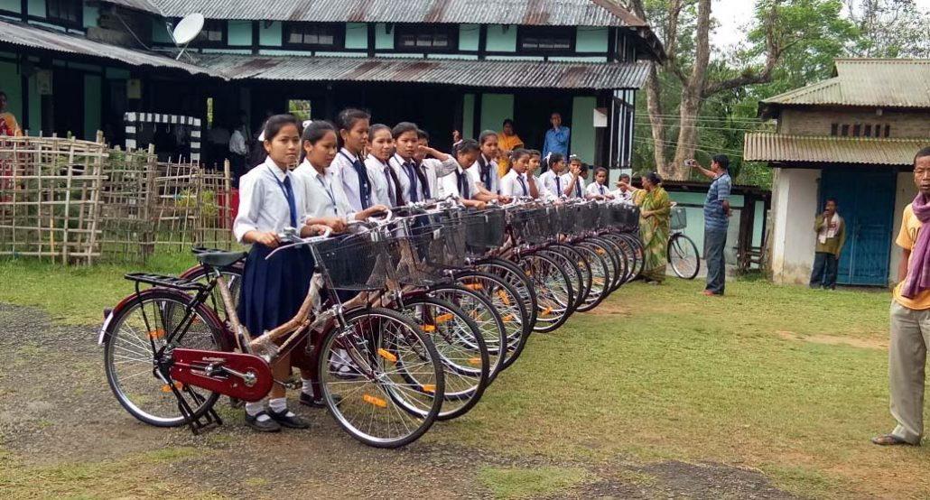 স্কুটীৰ সলনি চাইকেল পাব ছাত্ৰীয়ে