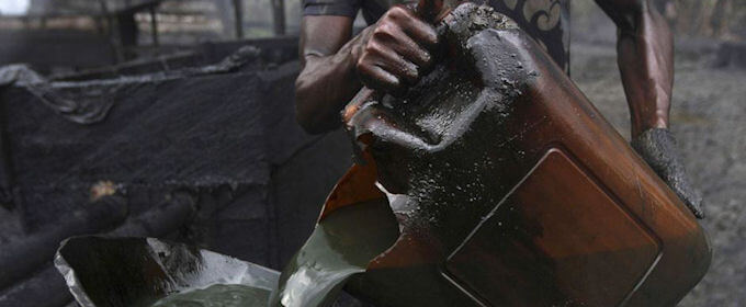 তিনিচুকীয়াত বৃহৎ পৰিমাণৰ চুৰি খাৰুৱা তেল উদ্ধাৰ
