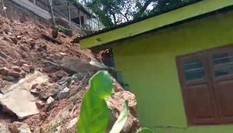 গুৱাহাটীৰ নীলাচলপুৰ বেজবৰুৱা নগৰত ভূমিস্খলনৰ ঘটনা:কথমপি ৰক্ষা পৰিয়ালৰ লোকৰ