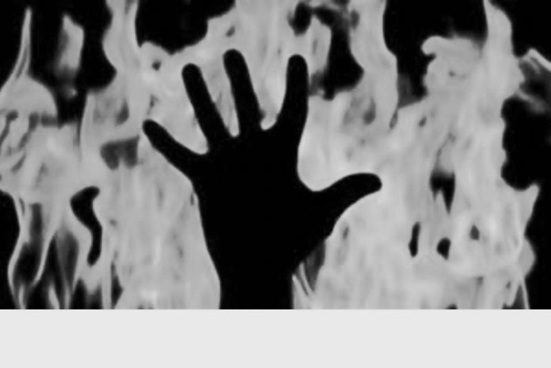 টকাতকৈ পত্নী ডাঙৰ নহয়: ১ লাখ টকা যৌতুক নিদিয়াৰ বাবে জ্বলাই দিলে পত্নীক