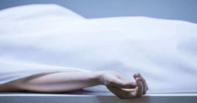 দুমাহ পৰ্যন্ত উৱলি  মৃতদেহৰ লগত শুলে এগৰাকী মহিলাই